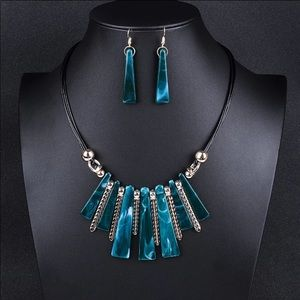 Adorable Choker Necklace & Earrings set / New